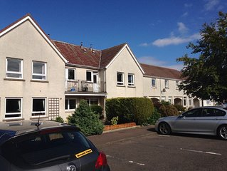 Parking. Sleeps 6 (3 bedrooms). 15 minutes walk from centre of St Andrew's.