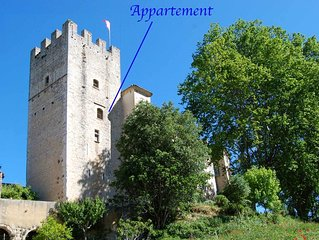 120m2 flat in medieval wing of listed castle. Swimming nearby.
