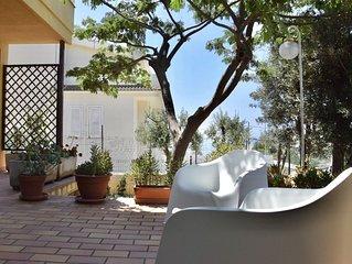 Mini Appartamento in villa a 500 metri dal mare.Bici,giardino,parcheggio.