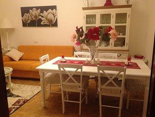 Bellissimo e accogliente appartamento nelle vicinanze. Ideale per famiglie.