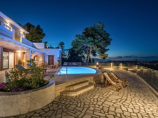 Castelli Luxury 4-Bedroom Private Pool villa with Panoramic Views