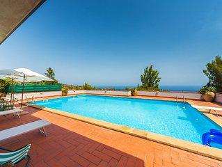 Beautiful, comfortable villa w/private pool, amazing sea view,near the amenities