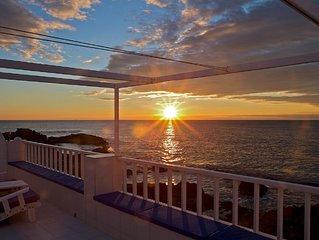 Casa con terraza, piscina y jardín privados. BBQ, wifi, climatizada a 50m playa