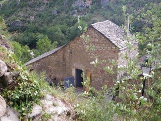 Pittoresk huisje gelegen aan de rivier de 'Tarn'.