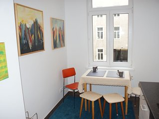 Individual furnished flat, 70m2, with all comfort,quiet, bright!Walk the city!
