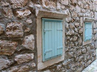 Liebevoll saniertes altes Steinhaus in urigem Fischerdorf auf der Insel Murter