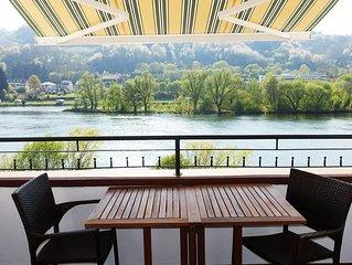Traumlage - Exklusive Komfortwohnung Zell Mosel mit Balkon 10 Meter vom Wasser