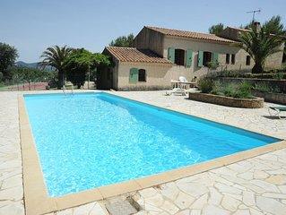 Ferienhaus mit privaten Pool und Tennisplatz, 7 km vom Strand entfernt