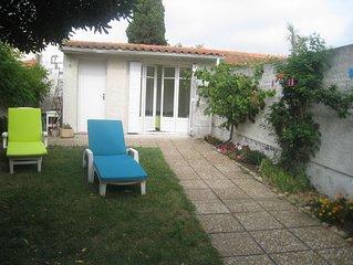 Maison avec jardin clos, 6 couchages a 100 m de la plage