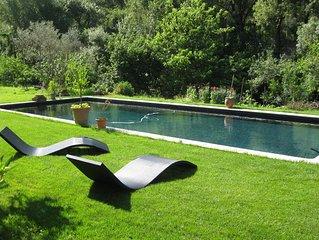 Beau duplex avec grande  piscine et son parc dans maison  18ème siècle