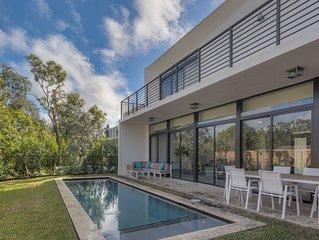 Ultramodern villa with pool