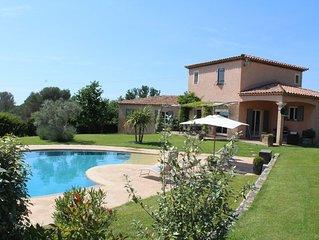 Belle maison provençale, au calme, avec piscine et grand terrain,idéale famille