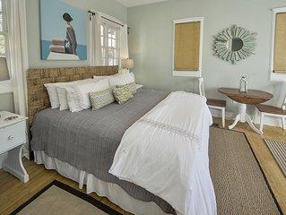 Sandy Souls Carriage House - Studio Sleeps 4, Quick Walk to Pool and Beach