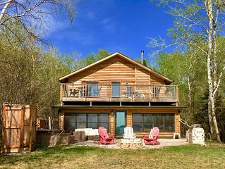 Lake Front Timber Frame, Hot Tub, Fireplace, Sand Beach, BBQ