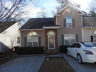 3bdrm/ 3bth townhouse w/loft 1.1miles from the MASTERS