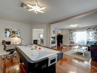 Elegant spacious 4 Bedroom home 10 min to Strip/airport
