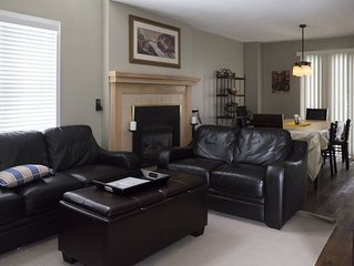 Large townhome with games room and sauna. 5 minutes from Blue Mountain