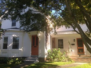 Peaceful, Sunny Antique Home In Central Location Near Beaches, Shops, Bike Path