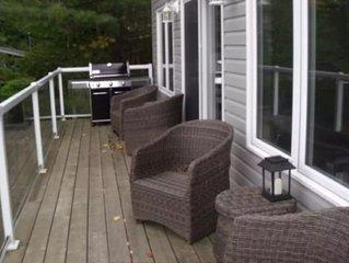 Vacation in beautiful Muskoka! Experience lake house living on Peninsula lake.