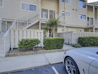 AWESOME 2 Bedroom 2.5 Bath Walking Distance to Beach W/ 2 Pools!