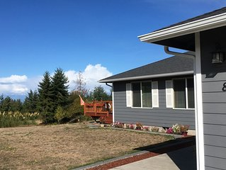 Great 3bedroom, 2-bath home nestled in the foothills of the Olympic Mountains!