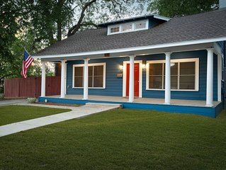 Big Blue Casita steps away from Downtown/Pearl Brewery