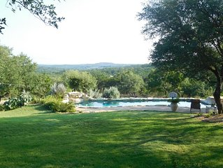 Private Hill Country Retreat, panoramc views, huge porch, spacious home