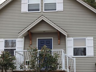Cozy and clean 3 bedroom house minutes from sandy beaches of Qualicum Beach