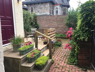 Garden Oasis 1 BR Apartment in Historical Victorian, Private Entrance, Deck