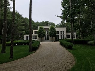 Contemporary Designer Home. 10 min. to ocean; 7 min. to EH and Sag Harbor