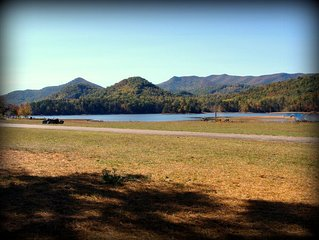 LAKEFRONT - 'Sitting Rock' on Lake Chatuge - Hiawassee, Georgia