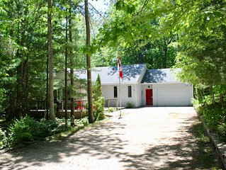 Stunning 3+2 BDR Cottage in Huron Woods, Grand Bend w/ Hot Tub & Close to Beach