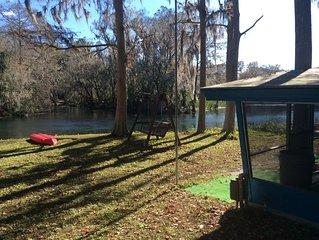 Waterside Cabin on beautiful Rainbow River