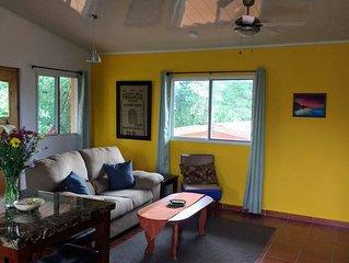 Spacious 1 bedroom, 1 bath apartment w/large kitchen, 5 minutes to Bajo Boquete