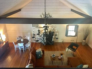 Historic, Yet Modern Carriage House Loft Apartment Nestled In Lancaster County.