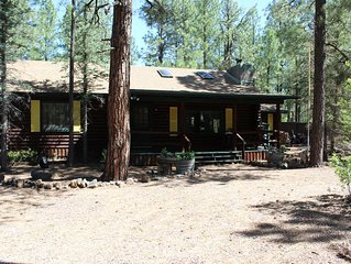 Beautiful Log Cabin borders national forest in Pinetop Country Club