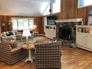 Knotty pine + modern comfort on wooded lot close to gorgeous Lake Michigan beach