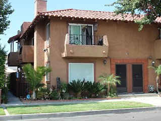 Huntington Beach Townhome style apartment, close to pier, beach and Pacific City