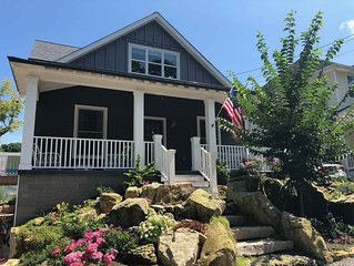 Brand new Lakeside cottage with Porch & Deck - steps to Pool, Fitness & Tennis