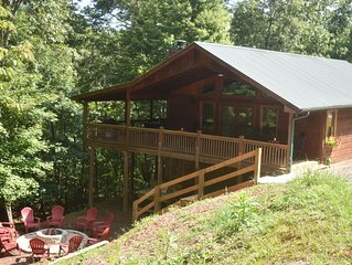 Lovely Luxury Cabin Close to Downtown Blue Ridge, Private and Serene