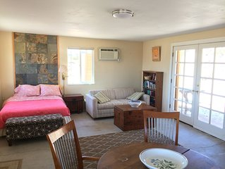 Private charming cabin near joshua tree national park. Views , privacy, nature