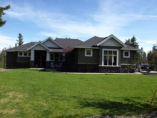 Pet Friendly 5 Bedroom 5 Bath home with a pool and hot tub