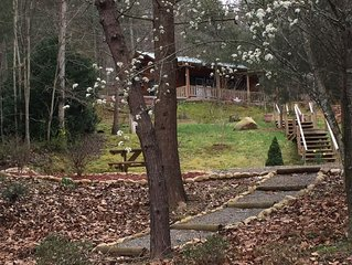 Lovely, Upscale Cozy Cabin in 'Mint' condition located in Quaint Murphy,  N.C.