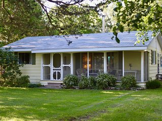 Charming Waterfront Summer Cottage on Bay of Quinte