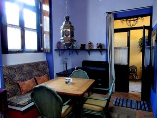 ABSOLUTE CENTER Stunning 1-bedroom KING Authentic 18th c Villa, monthly discount