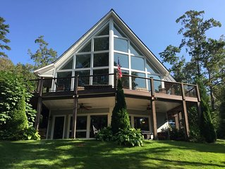 Amazing Lake Keowee Home. Private Dock, Beach, Fire Pit, and even a Bunk House