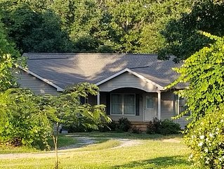 Spacious, Comfortable Home 20 minutes from Tryon Equestrian Center & Lake Lure!