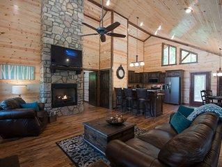 9 Pines - Mountain Retreat Couples (1+ Bedrooms/1 Bath/Hot Tub, Sleeps 4