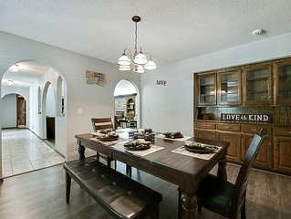 Just Like Home #2 in NW Oklahoma City, great for groups: 2 living, 2 dining