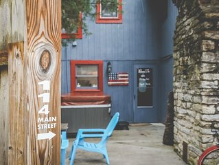 Adorable Cabin, Steps from the Ohio River: Hot Tub, Fire Pit & Full Kitchen